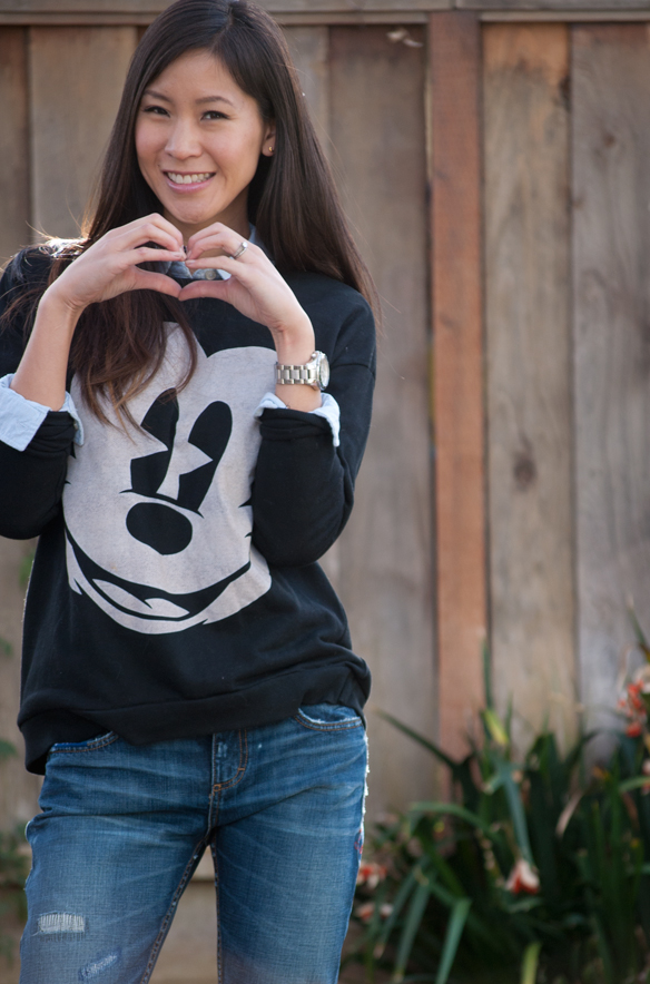 Mickey Mouse Sweatshirt chic outfit