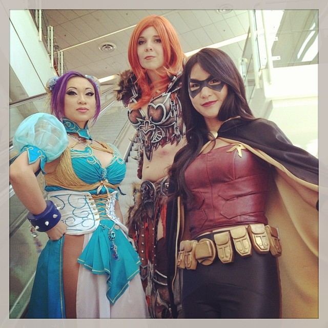 That time I met my cosplay heroes @yayahan and @kamuicosplay and we ride the escalator together. Anything can happen at #wondercon! #cosplay #yayahan #kamuicosplay #chunli #streetfighter #robin #arkhamcity #gaming #videogames #barbarian #wow #blizzard